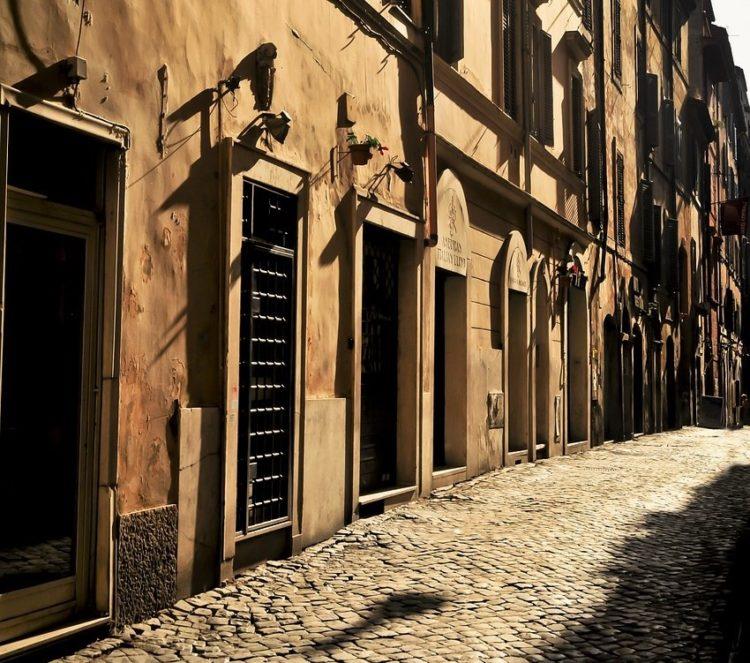 street-in-rome-974692_1280-2